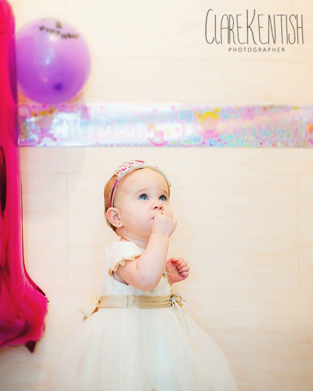 Clare_Kentish_Photography_Rayleigh_Essex_Photographer_Family_Pictures_Cake_Smash_Skyla_07