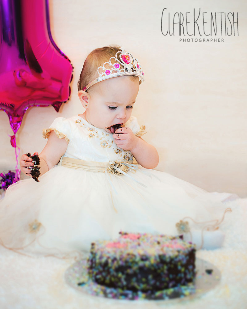Clare_Kentish_Photography_Rayleigh_Essex_Photographer_Family_Pictures_Cake_Smash_Skyla_08
