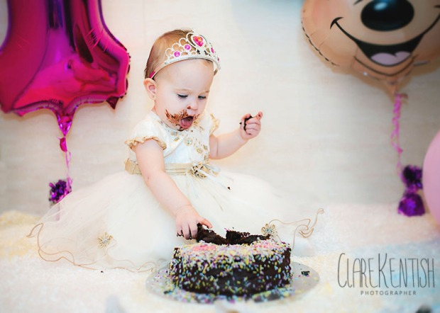 Clare_Kentish_Photography_Rayleigh_Essex_Photographer_Family_Pictures_Cake_Smash_Skyla_09