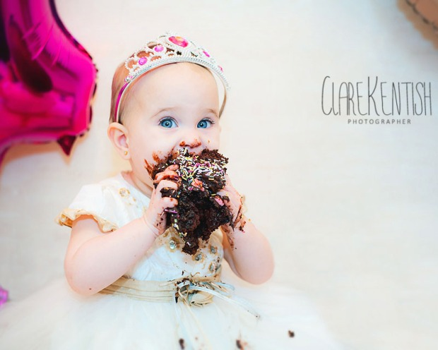 Clare_Kentish_Photography_Rayleigh_Essex_Photographer_Family_Pictures_Cake_Smash_Skyla_12