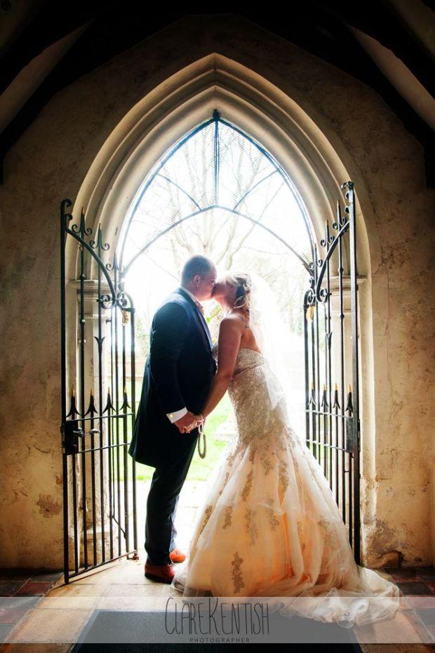 essex_wedding_photographer_rayleigh_ye_olde_plough_house_da-362
