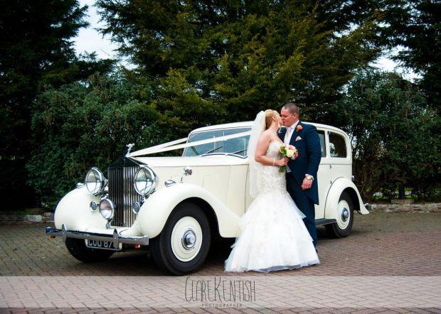 essex_wedding_photographer_rayleigh_ye_olde_plough_house_da-365